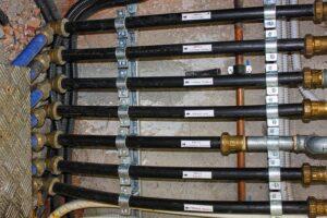 Comment savoir s'il y a de l'eau dans un tuyau ? (sans le couper)